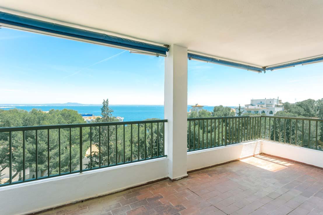 Terrasse und Meerblick in Illetas